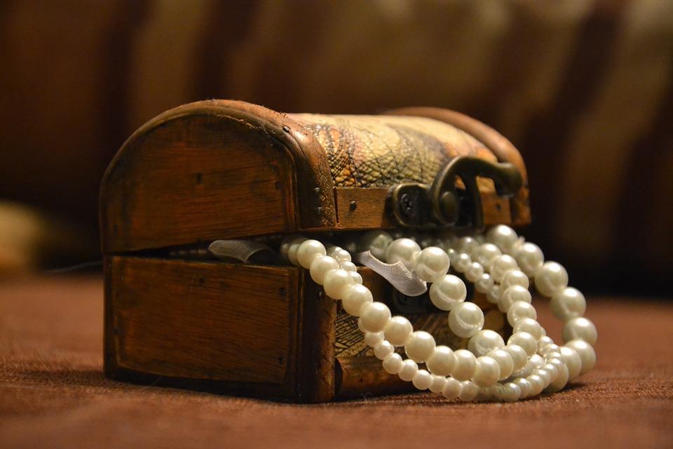 Porządek w biżuterii, czyli jak ją przechowywać