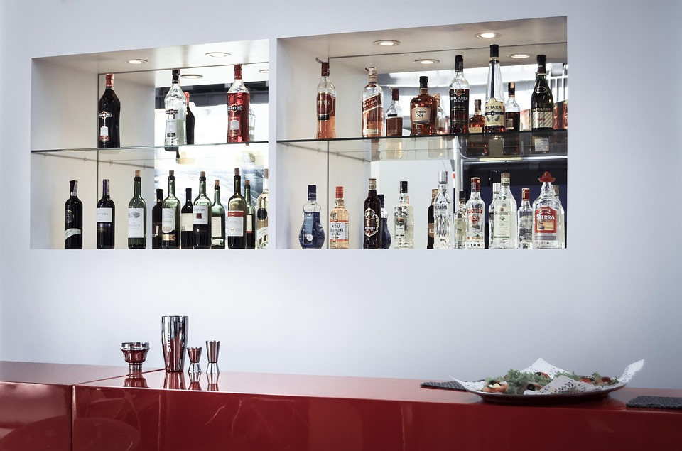 4 pomysły na przechowywanie alkoholu w domu